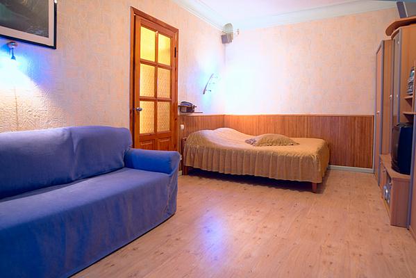 1-комнатная квартира посуточно в Киеве. Печерский район, ул. Киквидзе, 4. Фото 1