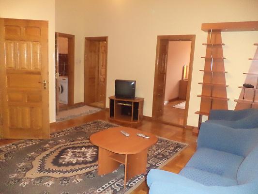 2-комнатная квартира посуточно в Мукачево. пл. Кирилла и Мефодия, 5. Фото 1