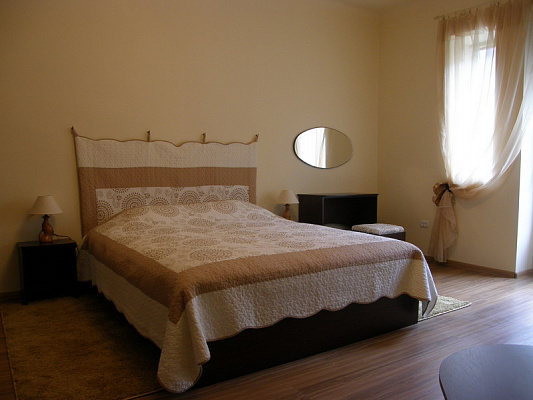1-комнатная квартира посуточно в Ивано-Франковске. ул. Матейки, 27. Фото 1