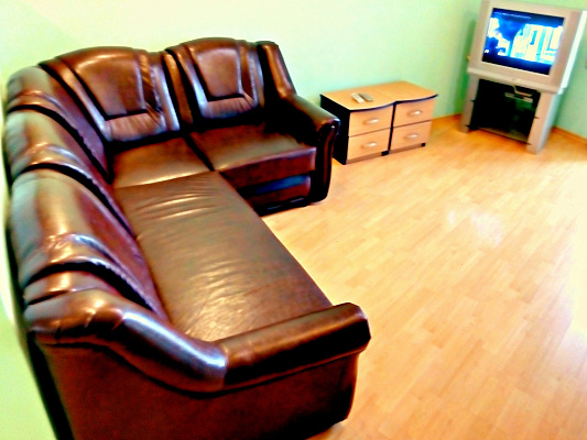 2-комнатная квартира посуточно в Днепропетровске. Кировский район, пр-т Дмитрия Яворницкого, 121. Фото 1