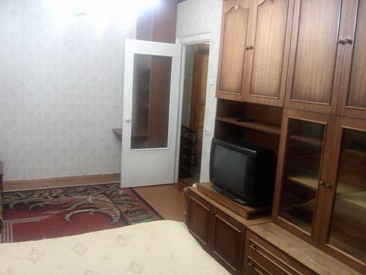 1-комнатная квартира посуточно в Белой Церкви. ул. Лазаретная, 86А. Фото 1