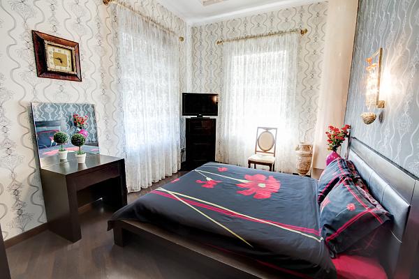 2-комнатная квартира посуточно в Одессе. Приморский район, ул. Большая Арнаутская, 4. Фото 1