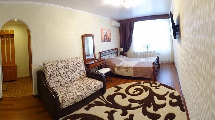 1-комнатная квартира посуточно в Феодосии. ул. Федько, 49. Фото 1