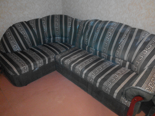 3-комнатная квартира посуточно в Днепродзержинске. ул. Металлургов, 80. Фото 1