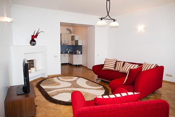 2-комнатная квартира посуточно в Львове. Галицкий район, пр-т Шевченко, 11А. Фото 1