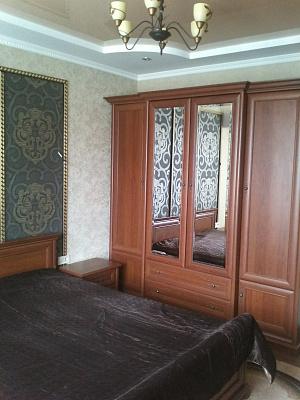 2-комнатная квартира посуточно в Ивано-Франковске. ул. Гарбарская, 24. Фото 1