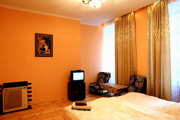 1-комнатная квартира посуточно в Львове. Галицкий район, ул. Валовая, 16. Фото 1