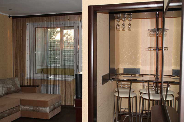 1-комнатная квартира посуточно в Приморском. ул. Советская, 20. Фото 1