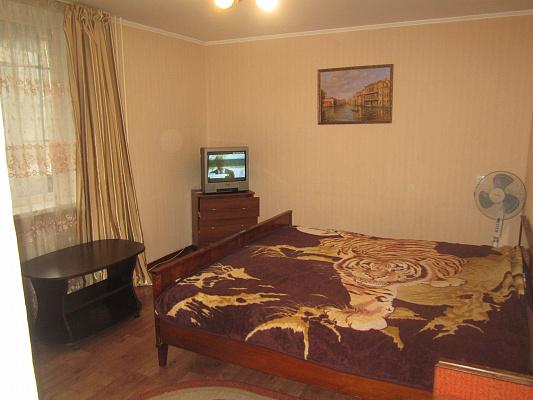 1-комнатная квартира посуточно в Артемовске. ул. Горбатова, 23. Фото 1
