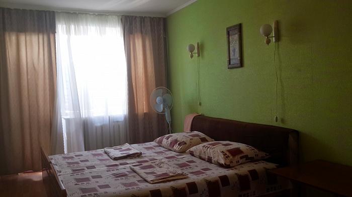 2-комнатная квартира посуточно в Харькове. Дзержинский район, ул. Новгородская, 4. Фото 1
