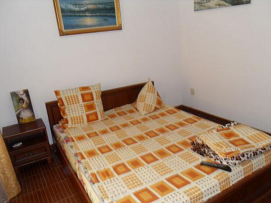 1-комнатная квартира посуточно в Евпатории. ул. Революции, 16. Фото 1