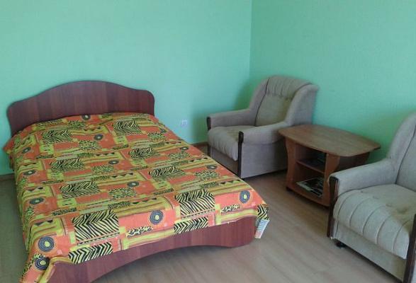 1-комнатная квартира посуточно в Керчи. ул. Юных Ленинцев, 8. Фото 1