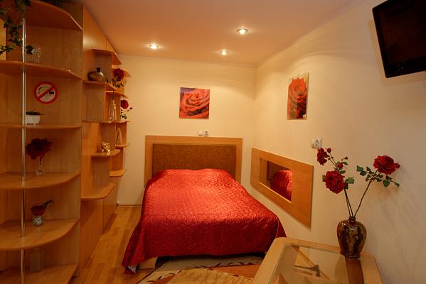 1-комнатная квартира посуточно в Херсоне. Суворовский район, пр-т Ушакова, 46. Фото 1
