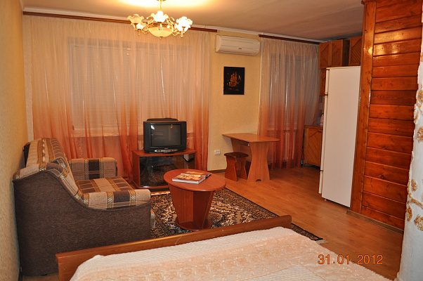 1-комнатная квартира посуточно в Запорожье. Жовтневый район, пр-т Соборный, 143. Фото 1