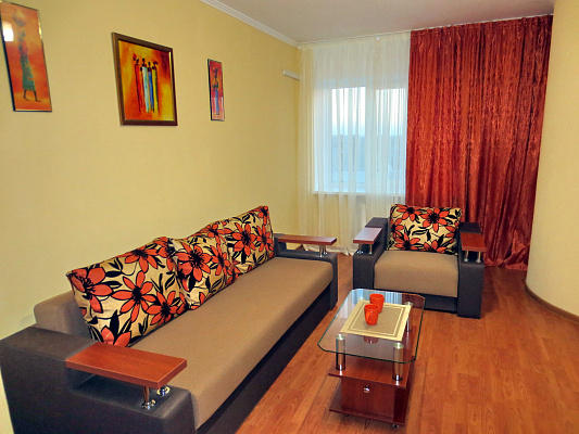 2-комнатная квартира посуточно в Черкассах. б-р Шевченко, 250. Фото 1