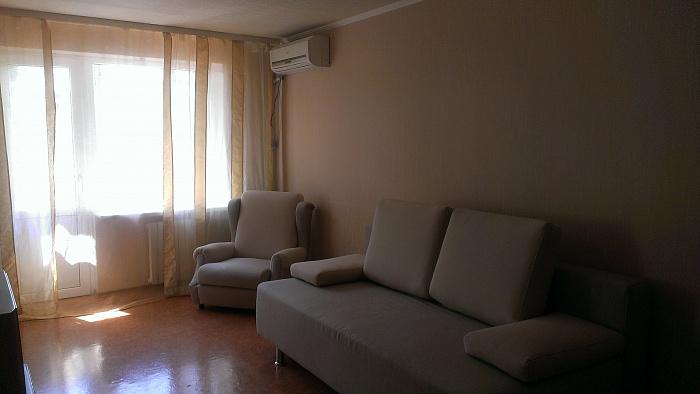 2-комнатная квартира посуточно в Донецке. Калининский район, б-р Шевченко, 85. Фото 1