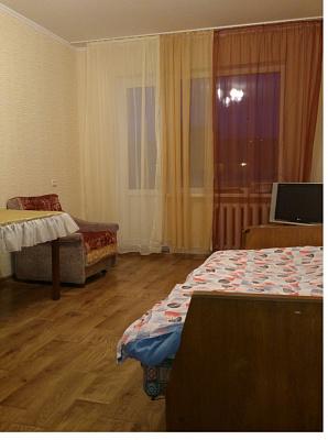 1-комнатная квартира посуточно в Чернигове. Деснянский район, ул. Савчука, 7. Фото 1