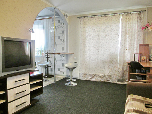 1-комнатная квартира посуточно в Бердянске. ул. Лиепайская, 14/ 4. Фото 1