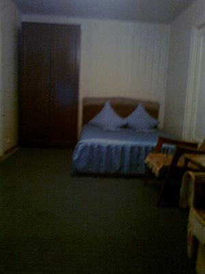 1-комнатная квартира посуточно в Киеве. Дарницкий район, ул. Привокзальная, 12. Фото 1