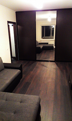 1-комнатная квартира посуточно в Кривом Роге. Саксаганский район, Ул. Корнейчука, 18. Фото 1