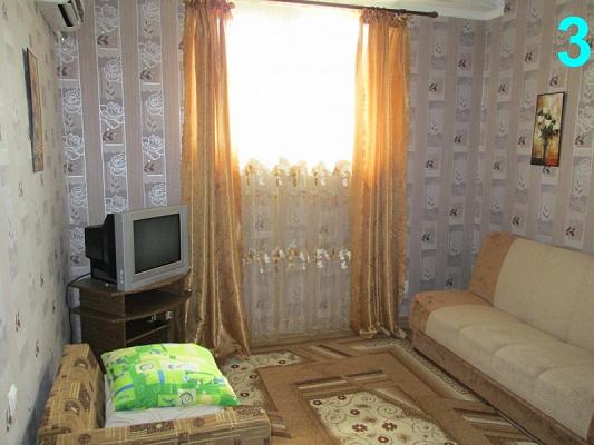 1-комнатная квартира посуточно в Алуште. ул. Октябрьская, 33. Фото 1