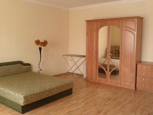 1-комнатная квартира посуточно в Симферополе. Киевский район, ул. Киевская, 3. Фото 1