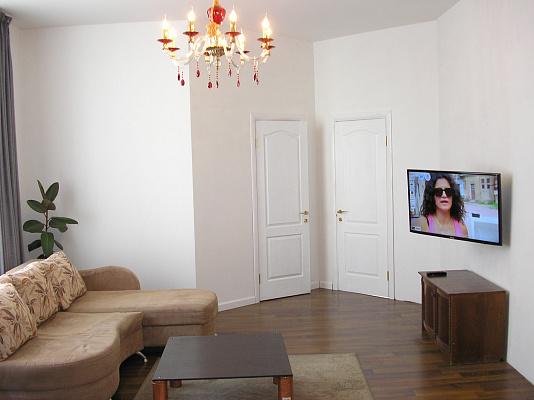 3-комнатная квартира посуточно в Киеве. Дарницкий район, Днепровская Набережная, 26Д. Фото 1