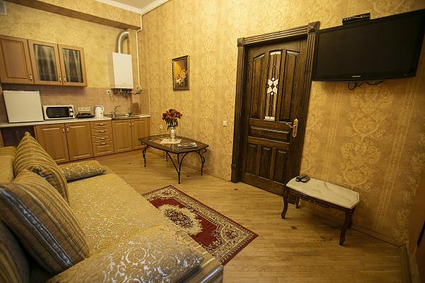 2-комнатная квартира посуточно в Львове. Галицкий район, пл. Ринок, 14. Фото 1