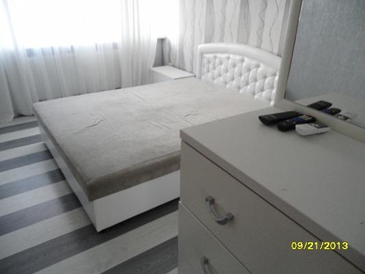 1-комнатная квартира посуточно в Евпатории. ул. Революции, 15. Фото 1
