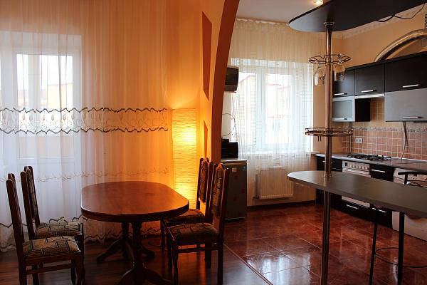 2-комнатная квартира посуточно в Ровно. ул. Буковинська, 3. Фото 1