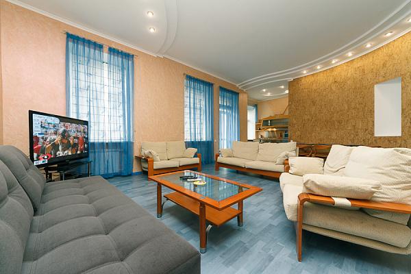 4-комнатная квартира посуточно в Киеве. Печерский район, ул. Лютеранская, 8. Фото 1