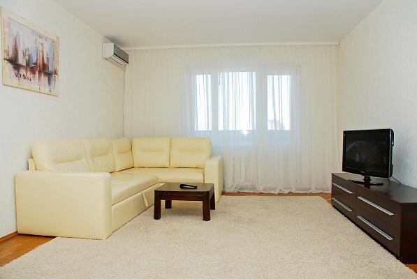 2-комнатная квартира посуточно в Киеве. Дарницкий район, ул. Бориса Гмыри, 1. Фото 1