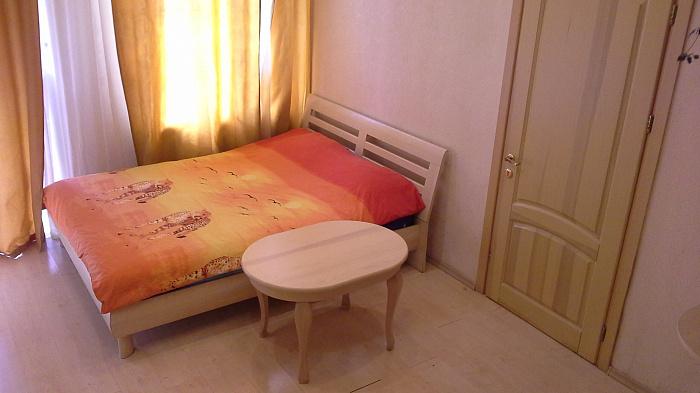 1-комнатная квартира посуточно в Одессе. Приморский район, ул. Осипова, 8. Фото 1
