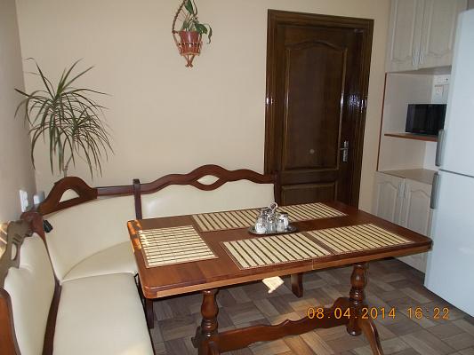 2-комнатная квартира посуточно в Берегово. пер. Мукачевский, 2/А. Фото 1