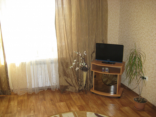 1-комнатная квартира посуточно в Артемовске. ул. Юбилейная, 107. Фото 1
