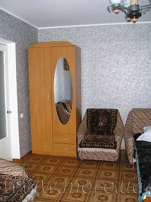 2-комнатная квартира посуточно в Евпатории. ул. 8 марта, 25. Фото 1
