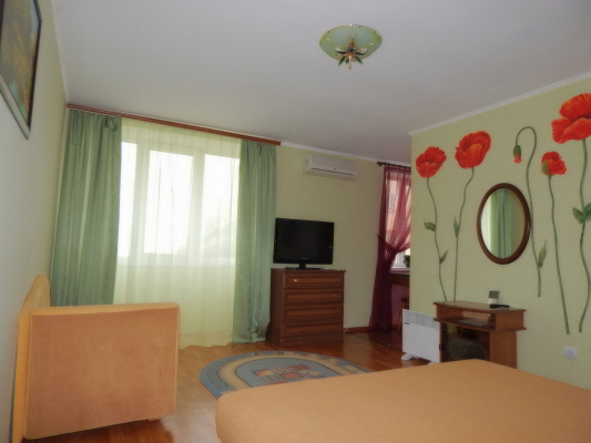 1-комнатная квартира посуточно в Новом свете. ул. Голицына, 36. Фото 1