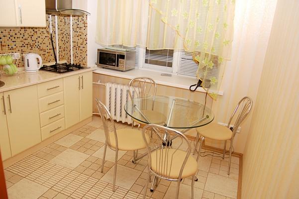 2-комнатная квартира посуточно в Киеве. Печерский район, ул. Шота Руставели, 25. Фото 1