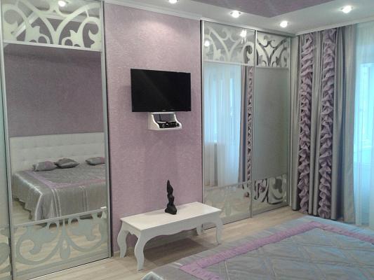 2-комнатная квартира посуточно в Кривом Роге. Дзержинский район, Косиора, 12. Фото 1