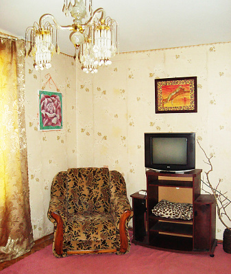 2-комнатная квартира посуточно в Херсоне. Днепровский район, Крымская, 149. Фото 1