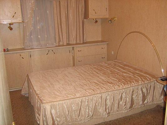 2-комнатная квартира посуточно в Харькове. Фрунзенский район, Салтовское шоссе, 102. Фото 1