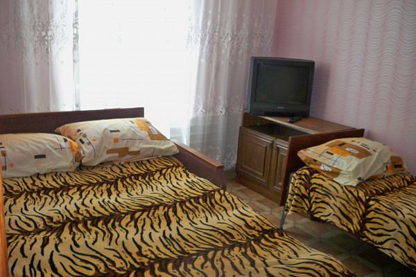 1-комнатная квартира посуточно в Бердянске. ул.Петровского , 58. Фото 1