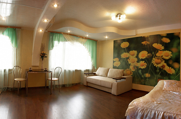 1-комнатная квартира посуточно в Днепропетровске. Кировский район, пр-т Александра Поля, 94а. Фото 1