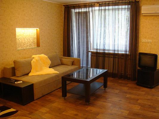 1-комнатная квартира посуточно в Днепропетровске. Октябрьский район, пр-т Гагарина, 33. Фото 1