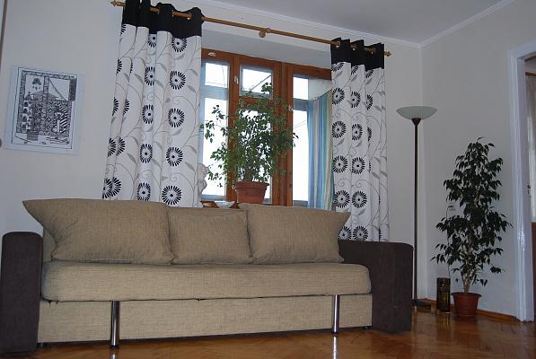 2-комнатная квартира посуточно в Ровно. ул. Соборная, 34. Фото 1