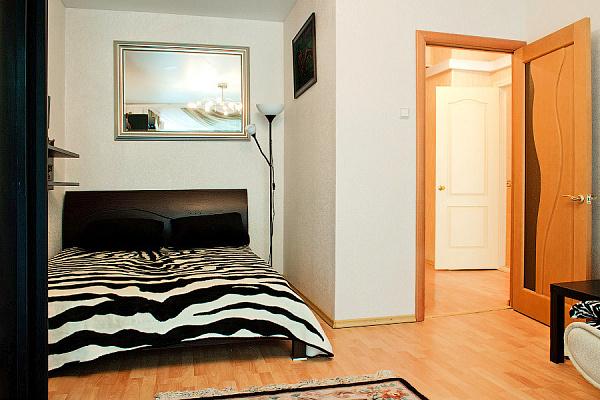 2-комнатная квартира посуточно в Донецке. Кировский район, пр. Ленина. Фото 1