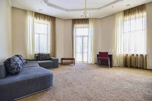 2-комнатная квартира посуточно в Львове. Галицкий район, пр-т Свободы, 11. Фото 1