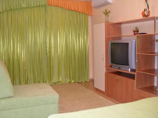 1-комнатная квартира посуточно в Полтаве. Киевский район, ул. Шведская, 14. Фото 1