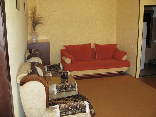2-комнатная квартира посуточно в Евпатории. ул. Петриченко, 27. Фото 1