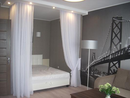 1-комнатная квартира посуточно в Броварах. ул. Черняховского, 36Б. Фото 1